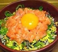 とろサーモンユッケ丼 海鮮丼 サムライスペース