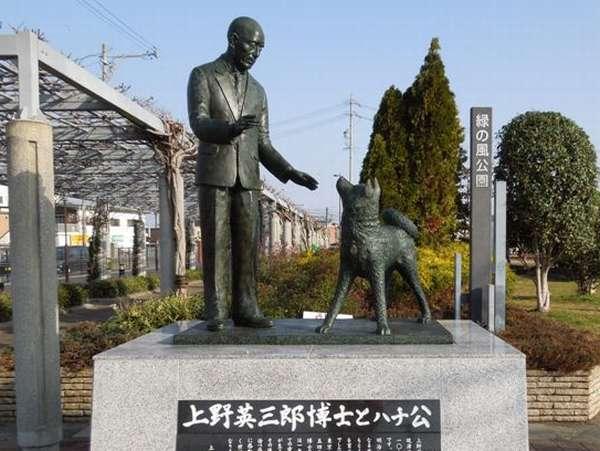 上野英三郎博士とハチ公(三重県津市)