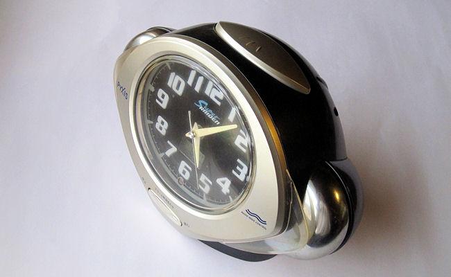 目覚まし時計の固定