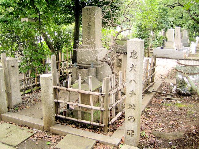上野英三郎の墓及び忠犬ハチ公の碑(青山霊園内)