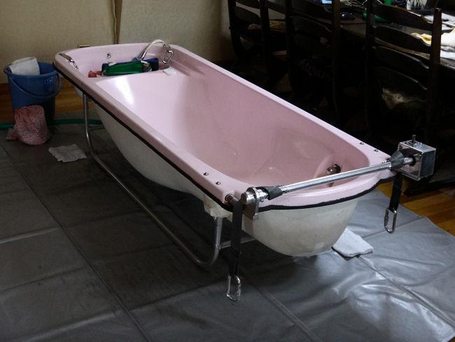 訪問入浴車(居間にバスタブを設置)