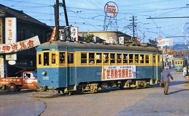 福島駅前を走る路面電車.jpg